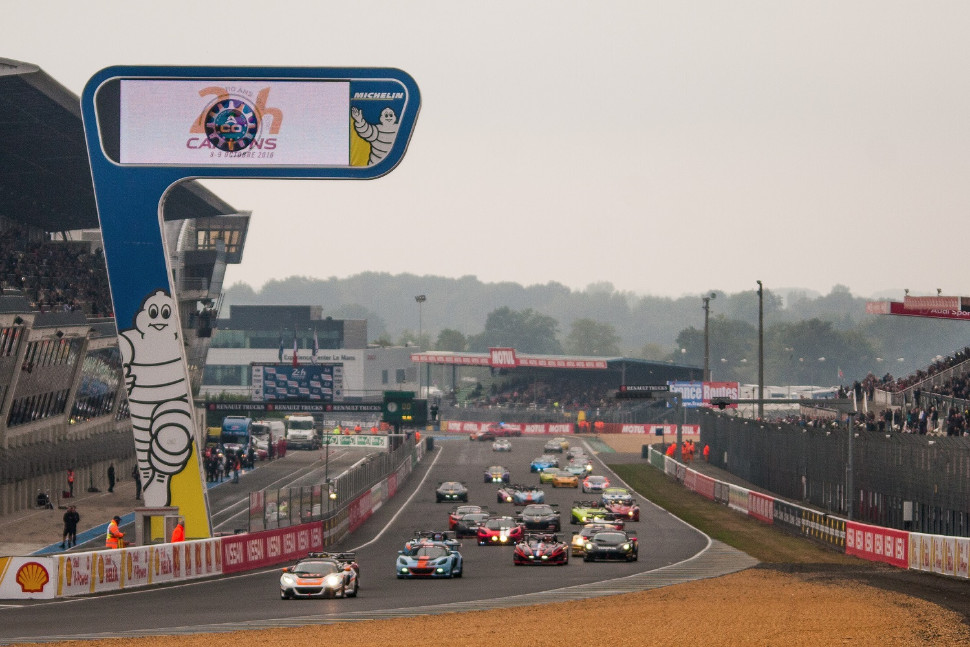 Race Two gets underway at Le Mans